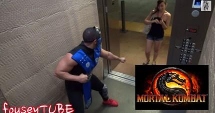 民眾走進電梯後被這個電動遊戲人物攻擊。什麼跟什麼啊?!