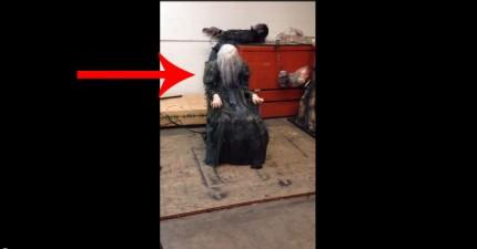 看到這張椅子上的人了嗎?下一秒這會讓你尖叫出來!