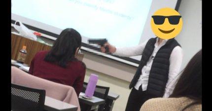 日本老師為了要讓學生專心,拿出了「一把槍」逼他們學習...