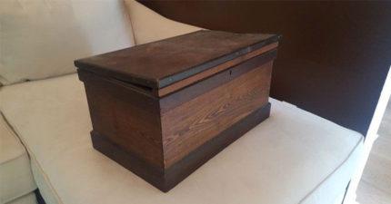 孫女偷偷打開「爺爺一直不給其他人碰的木盒」,一打開她的眼淚就掉下來了...