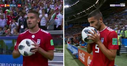 世足/伊朗球員「跟斗式發球」 笑倒轉播人員成全球亮點