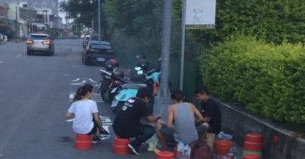 4男女圍公車站牌烤肉 停靠區開趴「地上的字講出司機心聲」