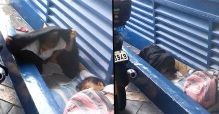 影/8歲女童露宿街頭 狂風暴雨中「堅持寫作業」:我要照顧全家!