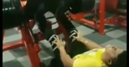 影/男子重訓動作錯誤 下秒「膝蓋變反直角」倒地慘叫