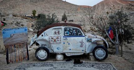 他把金龜車改造成「世界上最小的旅館」 會客大堂+最美風景成旅客最愛!