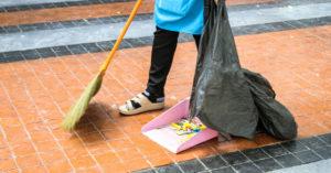 辛苦兼2份差…小五女兒開學被笑「你家很窮」 清潔員單親媽嘆:我很努力了