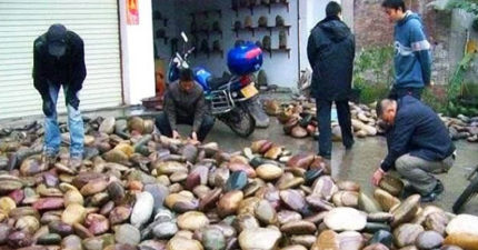 全村靠「河邊撿石頭」變富豪 「加底座」直接賣一塊40萬